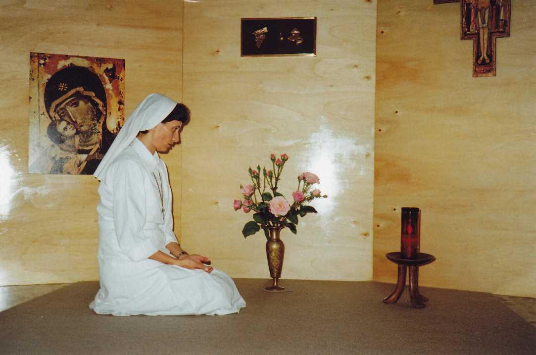 missionaria-comboniana-in-preghiera