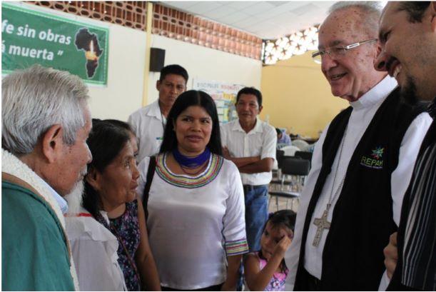 Foto di Julio Caldeira IMC. Da destra: il segretario esecutivo Mauricio López cardinale Claudio Hummes Patricia Gualinga, Leader indigena