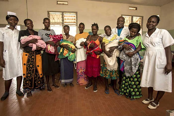 Foto di mamme con neonati al Lacor Hospital