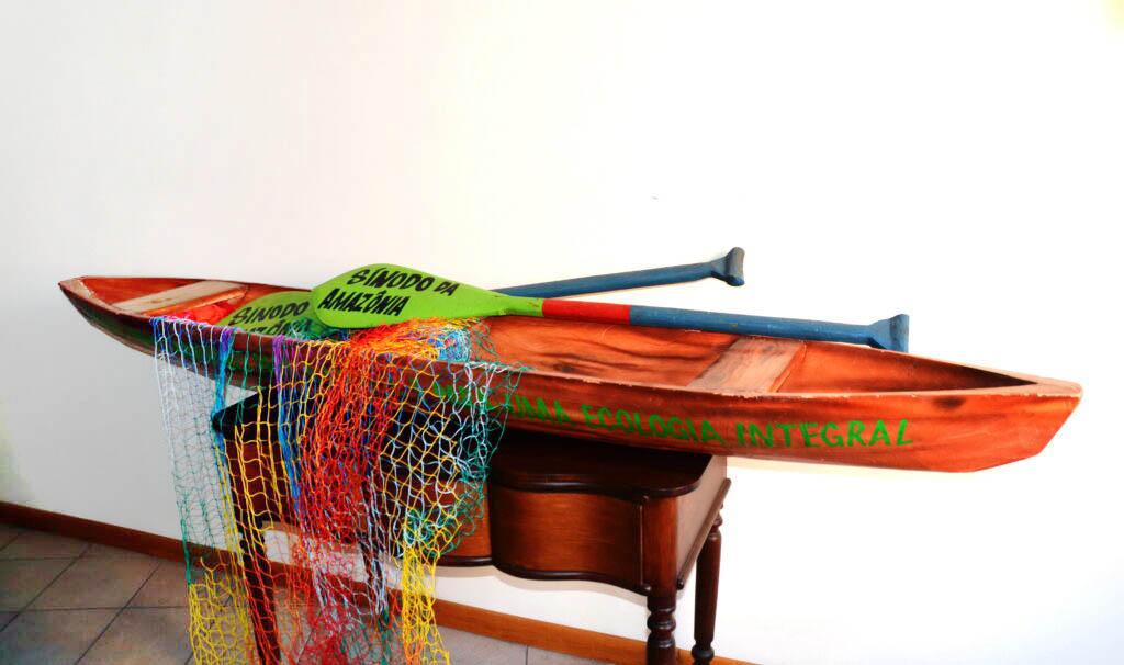 Canoa di legno, simbolo del Sinodo dell'Amazzonia