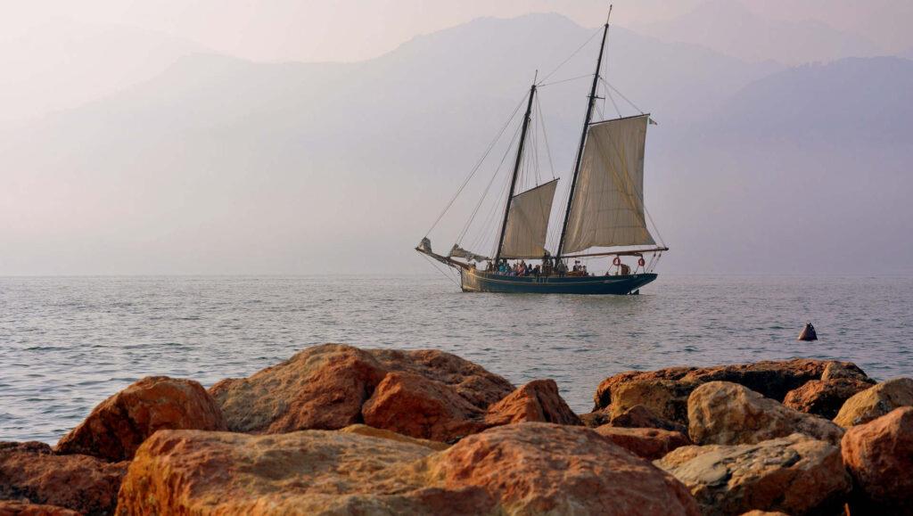 antico veliero in navigazione