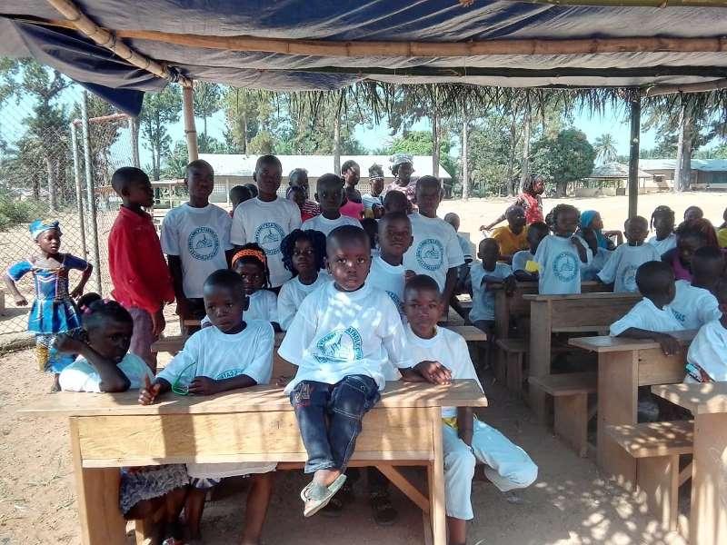 Foto di bambini nel villaggio di Foya, in Liberia