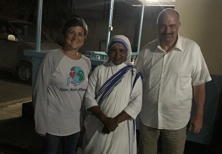 Federico e Francesca con una suora di Madre Teresa